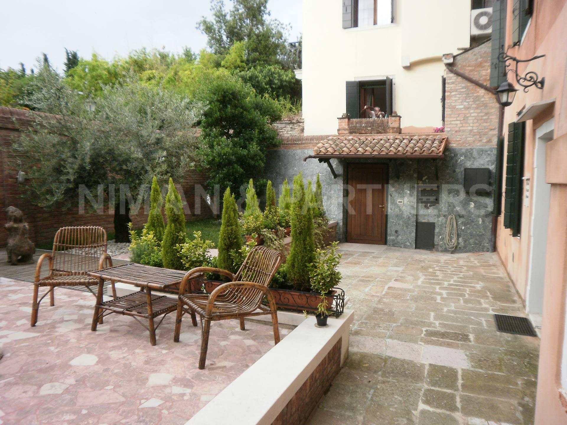 Palazzo / Stabile in vendita a Venezia, 7 locali, zona Zona: 6 . Dorsoduro, prezzo € 1.500.000 | Cambio Casa.it