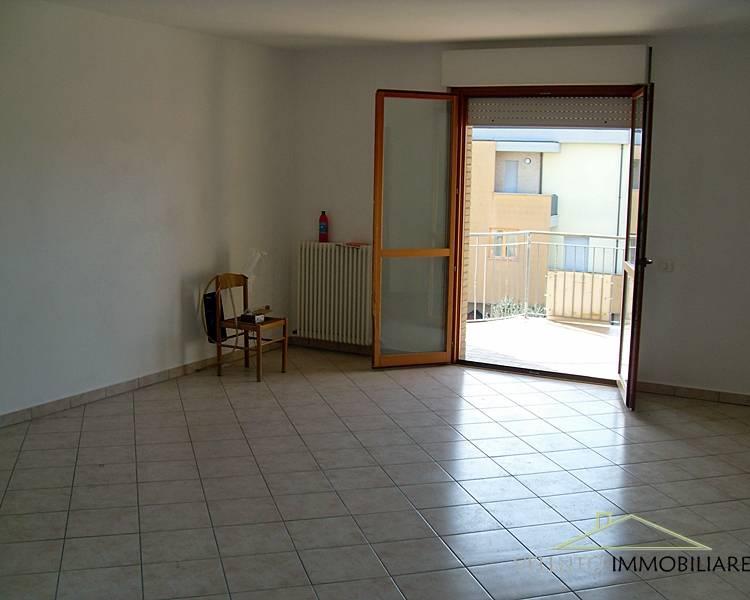 Appartamento in vendita a Ostra, 4 locali, zona Zona: Casine, prezzo € 115.000 | CambioCasa.it