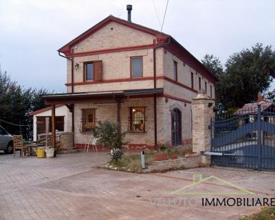 Casa singola in Vendita a Ostra