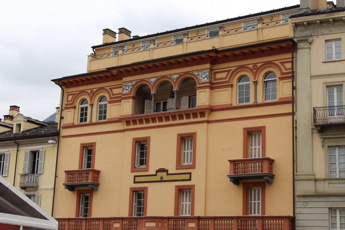 Ufficio / Studio in affitto a Aosta, 9999 locali, zona Zona: Centro, prezzo € 750 | Cambio Casa.it