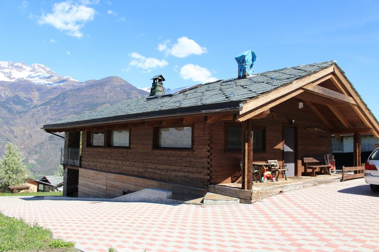 Soluzione Indipendente in vendita a Brissogne, 10 locali, prezzo € 380.000 | Cambio Casa.it