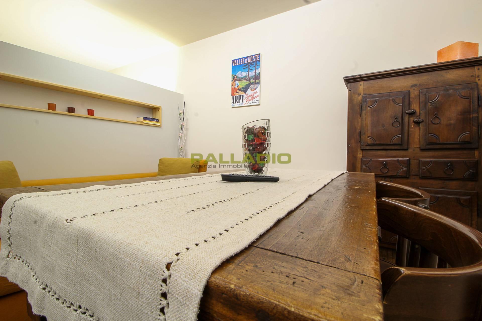 Appartamento in vendita a Aosta, 2 locali, zona Zona: Centro, prezzo € 120.000   CambioCasa.it