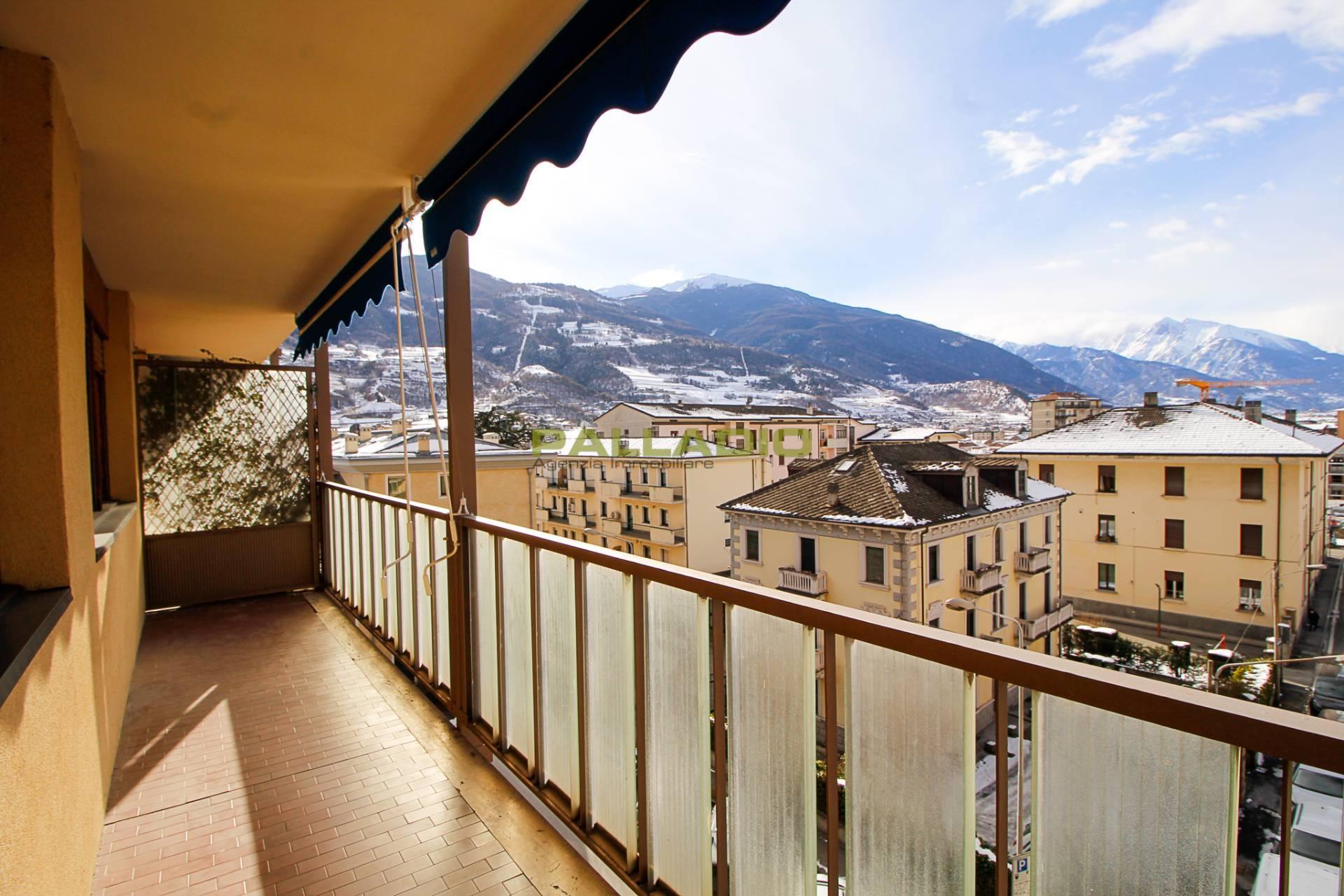 Appartamento in affitto a Aosta, 6 locali, zona Zona: Centro, prezzo € 780 | CambioCasa.it