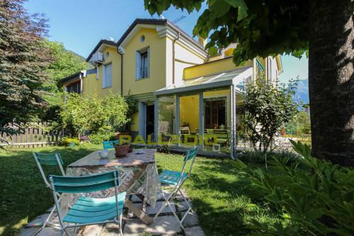 Villa bifamiliare in Vendita a Gignod