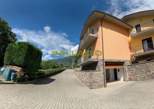 Villa bifamiliare in Vendita a Aosta