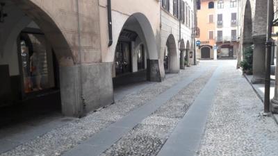NEGOZIO in Affitto a Romano di Lombardia