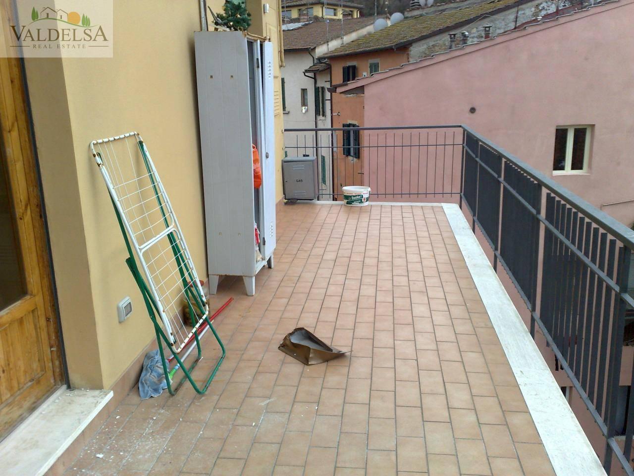 Appartamento in affitto a Poggibonsi, 3 locali, zona Località: CENTROSTORICO, prezzo € 500 | Cambio Casa.it