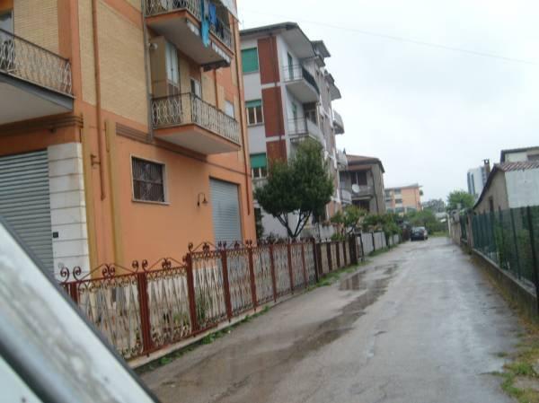 Appartamento in vendita a Frosinone, 5 locali, prezzo € 110.000 | Cambio Casa.it
