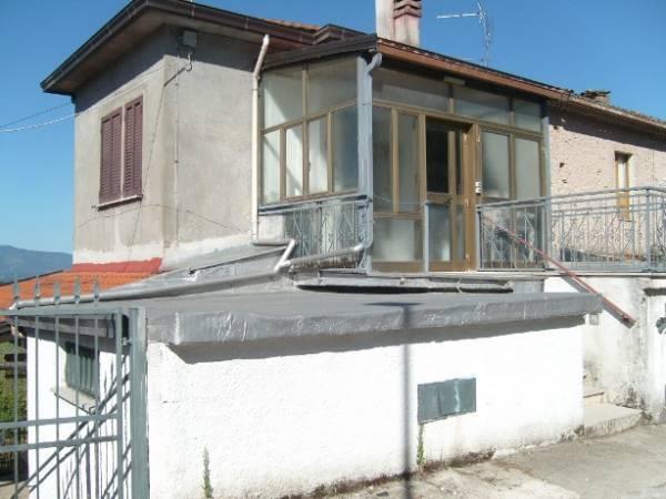 Soluzione Indipendente in vendita a Colfelice, 10 locali, prezzo € 70.000 | CambioCasa.it