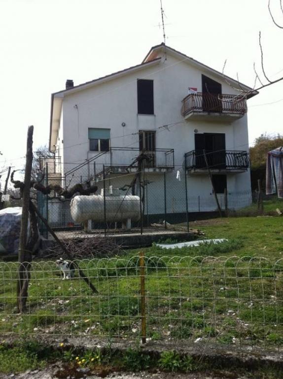 Villa Bifamiliare in vendita a Santopadre, 12 locali, prezzo € 85.000 | Cambio Casa.it