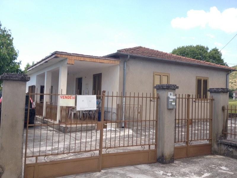 Soluzione Indipendente in vendita a Roccasecca, 6 locali, Trattative riservate | CambioCasa.it