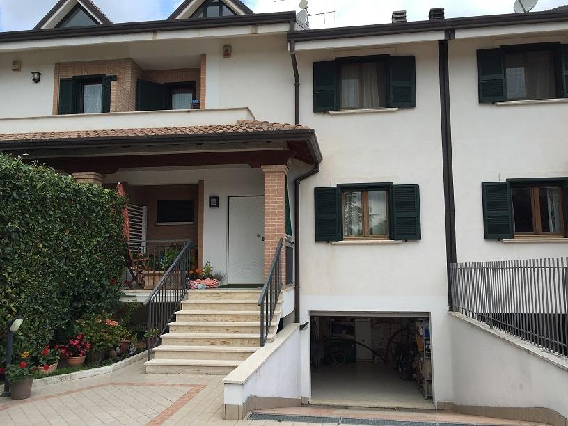 Villa a Schiera in vendita a Sora, 10 locali, prezzo € 238.000 | Cambio Casa.it
