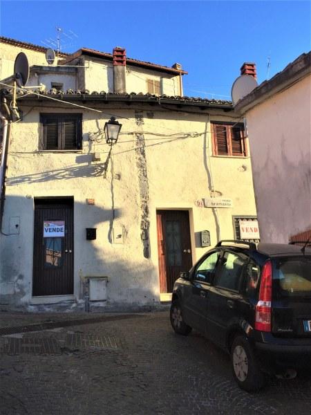 Appartamento in vendita a Fiuggi, 6 locali, prezzo € 60.000 | Cambio Casa.it