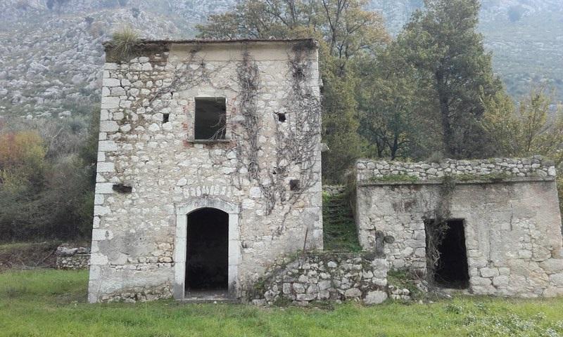 Rustico / Casale in vendita a Cervaro, 5 locali, prezzo € 100.000   Cambio Casa.it