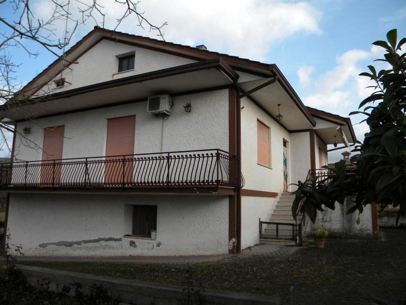 Villa in Vendita a Colfelice