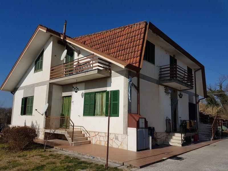 Appartamento in vendita a Roccasecca, 6 locali, Trattative riservate | CambioCasa.it