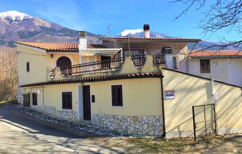 Soluzione Indipendente in vendita a San Donato Val di Comino, 8 locali, prezzo € 80.000 | Cambio Casa.it