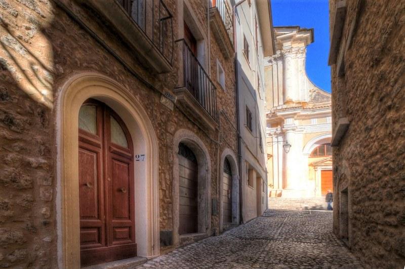 Appartamento in vendita a San Donato Val di Comino, 8 locali, prezzo € 90.000 | Cambio Casa.it