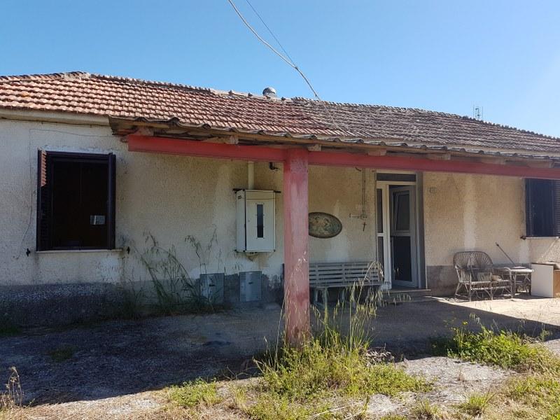 Rustico / Casale in vendita a Colfelice, 5 locali, prezzo € 65.000   CambioCasa.it