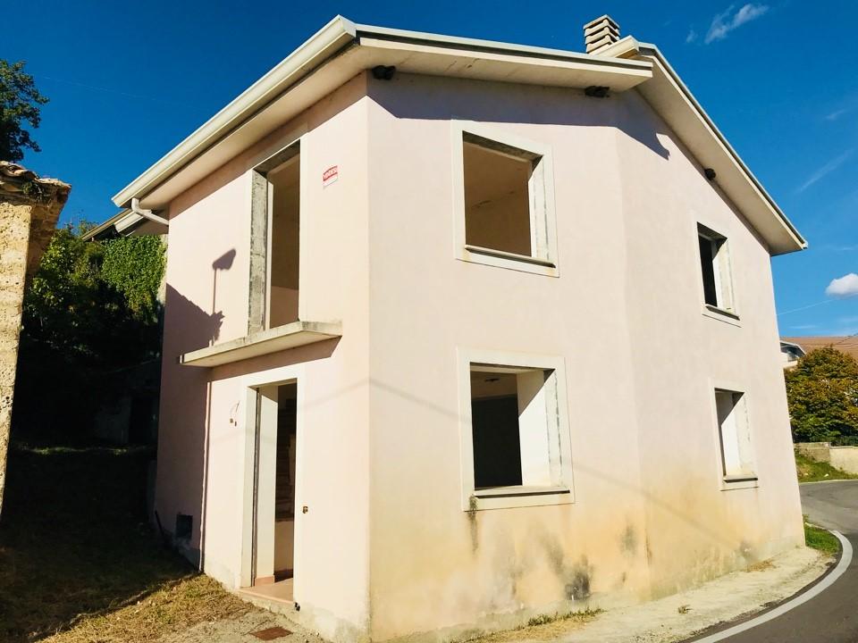 Soluzione Indipendente in vendita a Santopadre, 7 locali, zona Località: MadonnadelleFosse, prezzo € 60.000 | CambioCasa.it