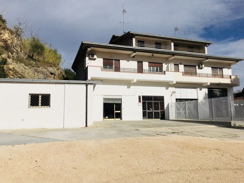 Negozio / Locale in affitto a Arpino, 9999 locali, prezzo € 450 | CambioCasa.it