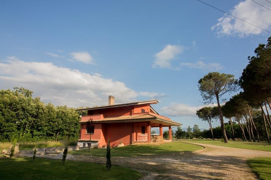 Villa in vendita a Colfelice, 13 locali, prezzo € 389.000 | CambioCasa.it
