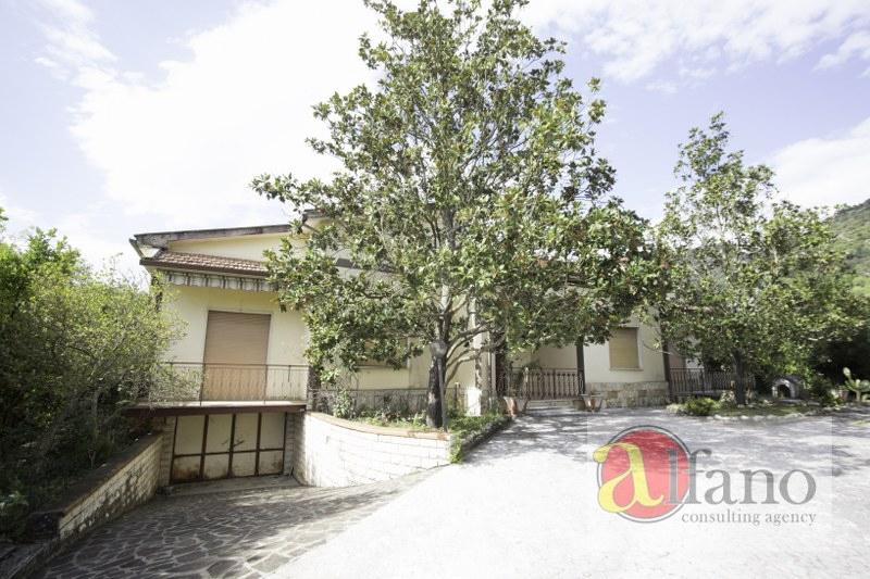 Villa in vendita a Cassino, 14 locali, zona Zona: Montecassino, prezzo € 225.000   CambioCasa.it