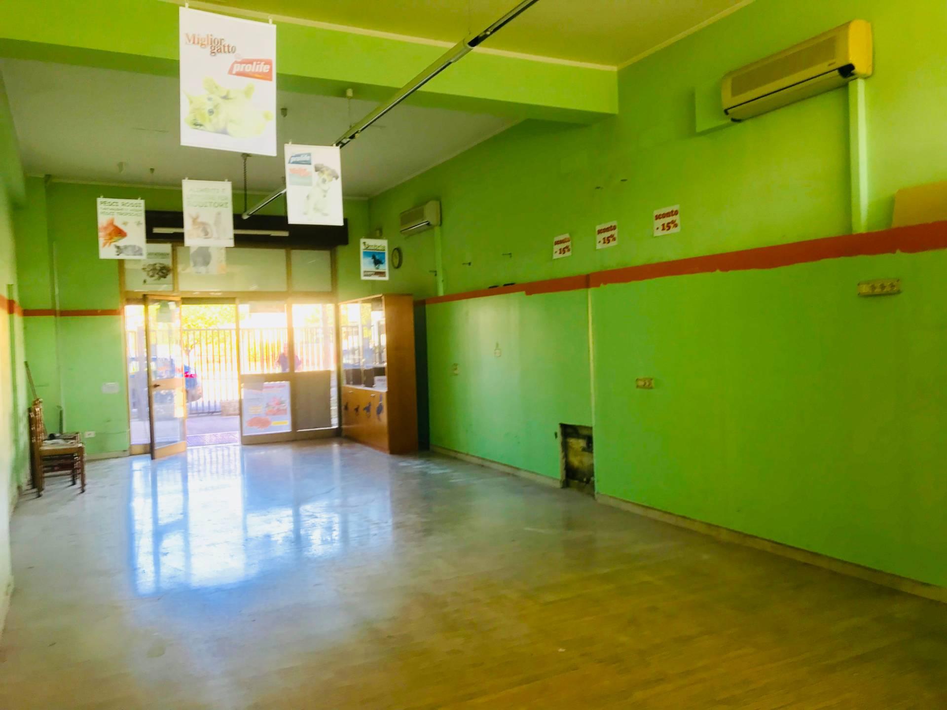 Negozio / Locale in affitto a Sora, 9999 locali, prezzo € 800 | CambioCasa.it