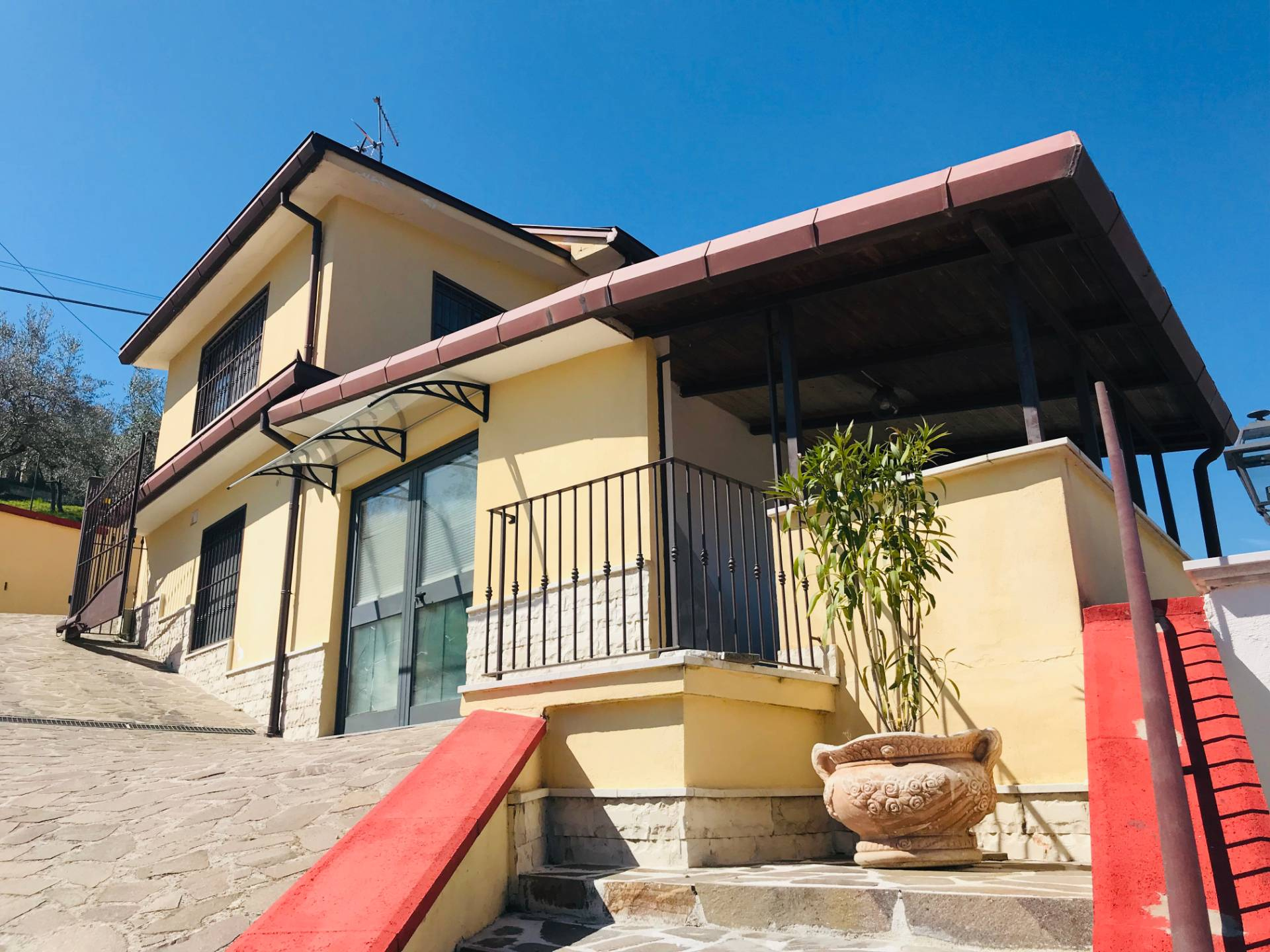Rustico / Casale in affitto a Arpino, 6 locali, prezzo € 50 | CambioCasa.it