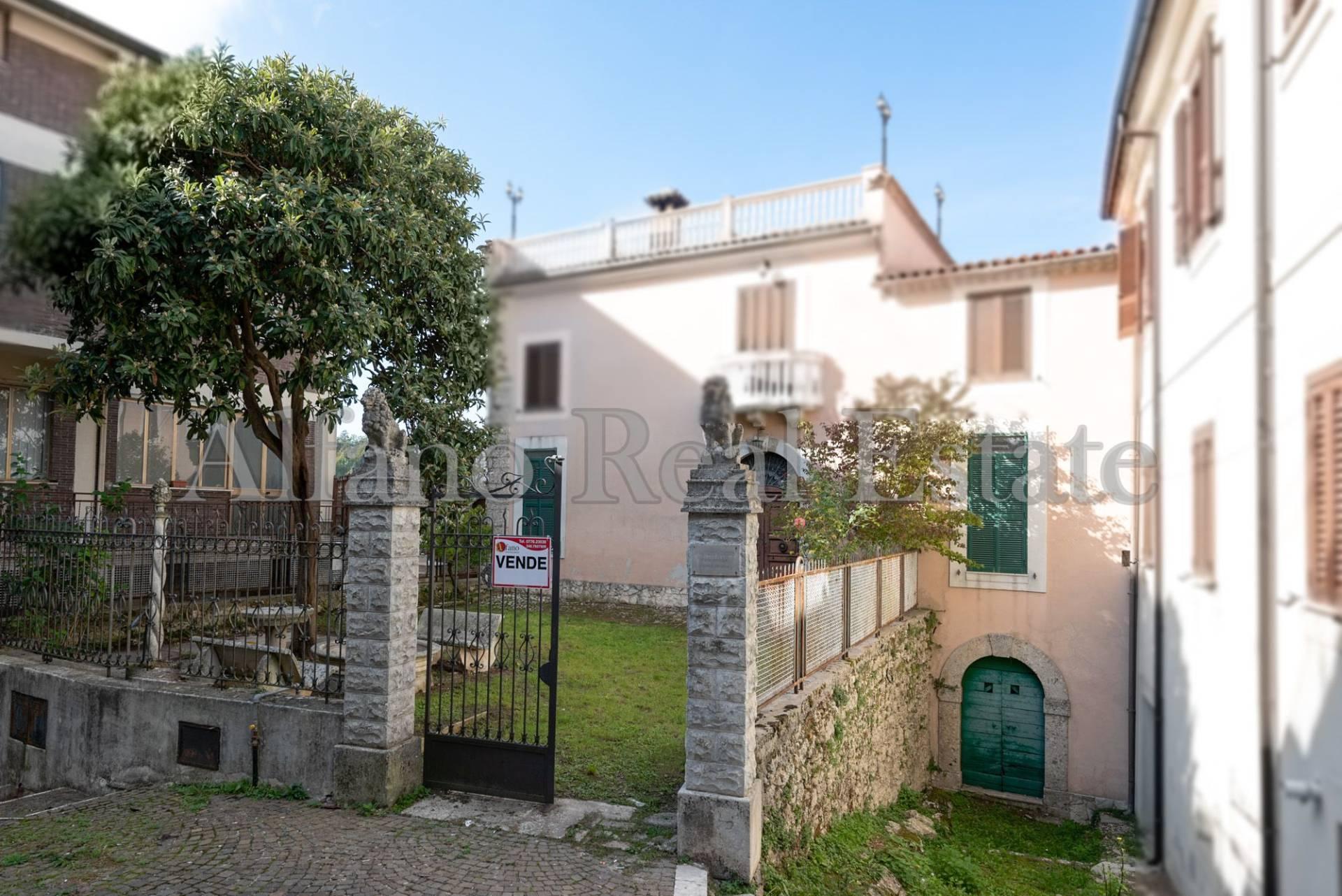 Villa in vendita a Santopadre, 14 locali, prezzo € 110.000 | CambioCasa.it