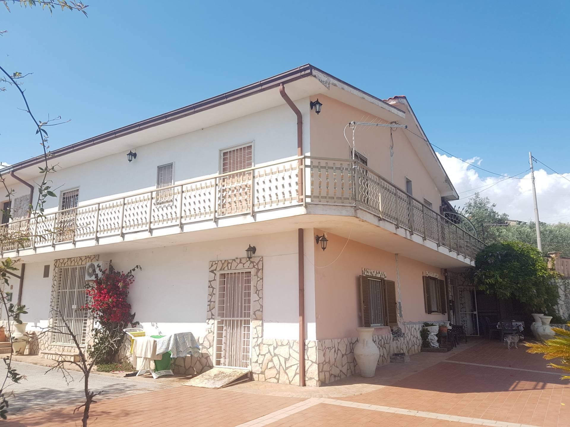 Appartamento in vendita a Fontana Liri, 10 locali, zona Località: FontanaLiriSuperiore, prezzo € 80.000 | PortaleAgenzieImmobiliari.it