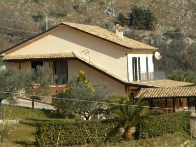 Villa in Vendita a Santopadre