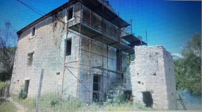 Casale di campagna in Vendita a Fontechiari