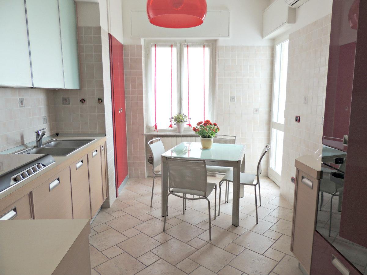 Appartamento in vendita a Loano, 4 locali, zona Località: 200metridallespiagge, prezzo € 350.000 | CambioCasa.it