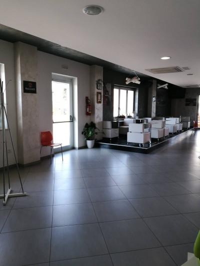 Locale commerciale in Affitto a Pianella