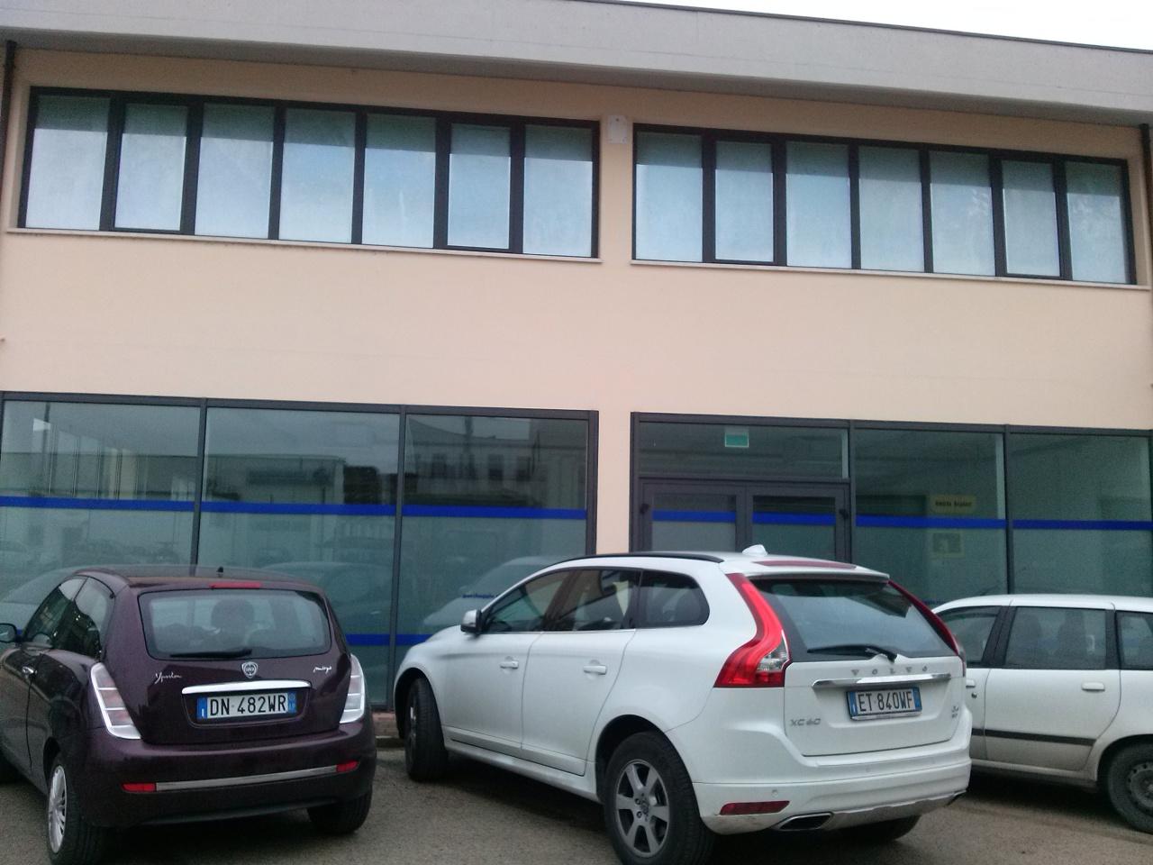 Ufficio / Studio in affitto a Ascoli Piceno, 9999 locali, prezzo € 350   CambioCasa.it