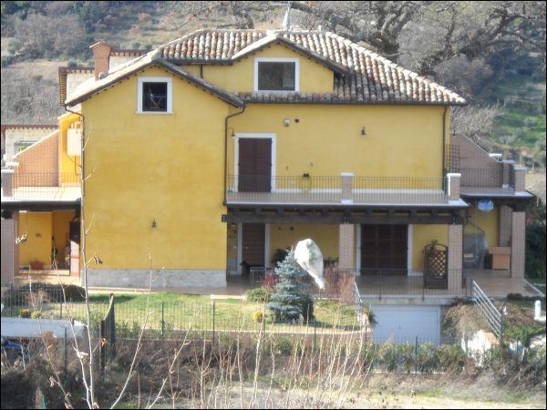 Appartamento in vendita a Ascoli Piceno, 8 locali, zona Zona: Palombare, Trattative riservate | Cambio Casa.it