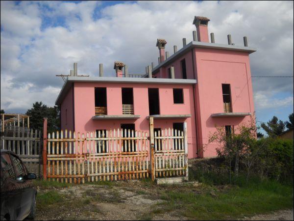 Villa Bifamiliare in vendita a Appignano del Tronto, 9999 locali, prezzo € 95.000   CambioCasa.it