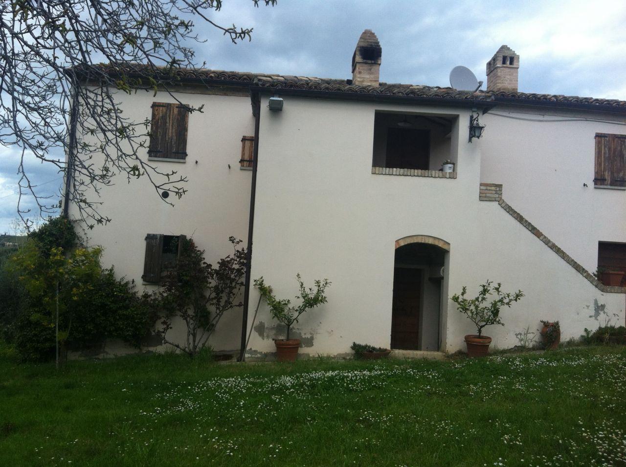 Villa in vendita a Castorano, 5 locali, prezzo € 265.000 | Cambio Casa.it