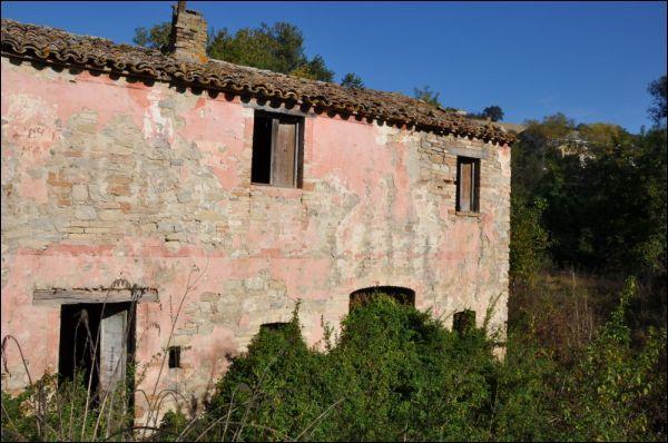 Rustico / Casale in vendita a Rotella, 9999 locali, prezzo € 80.000   CambioCasa.it
