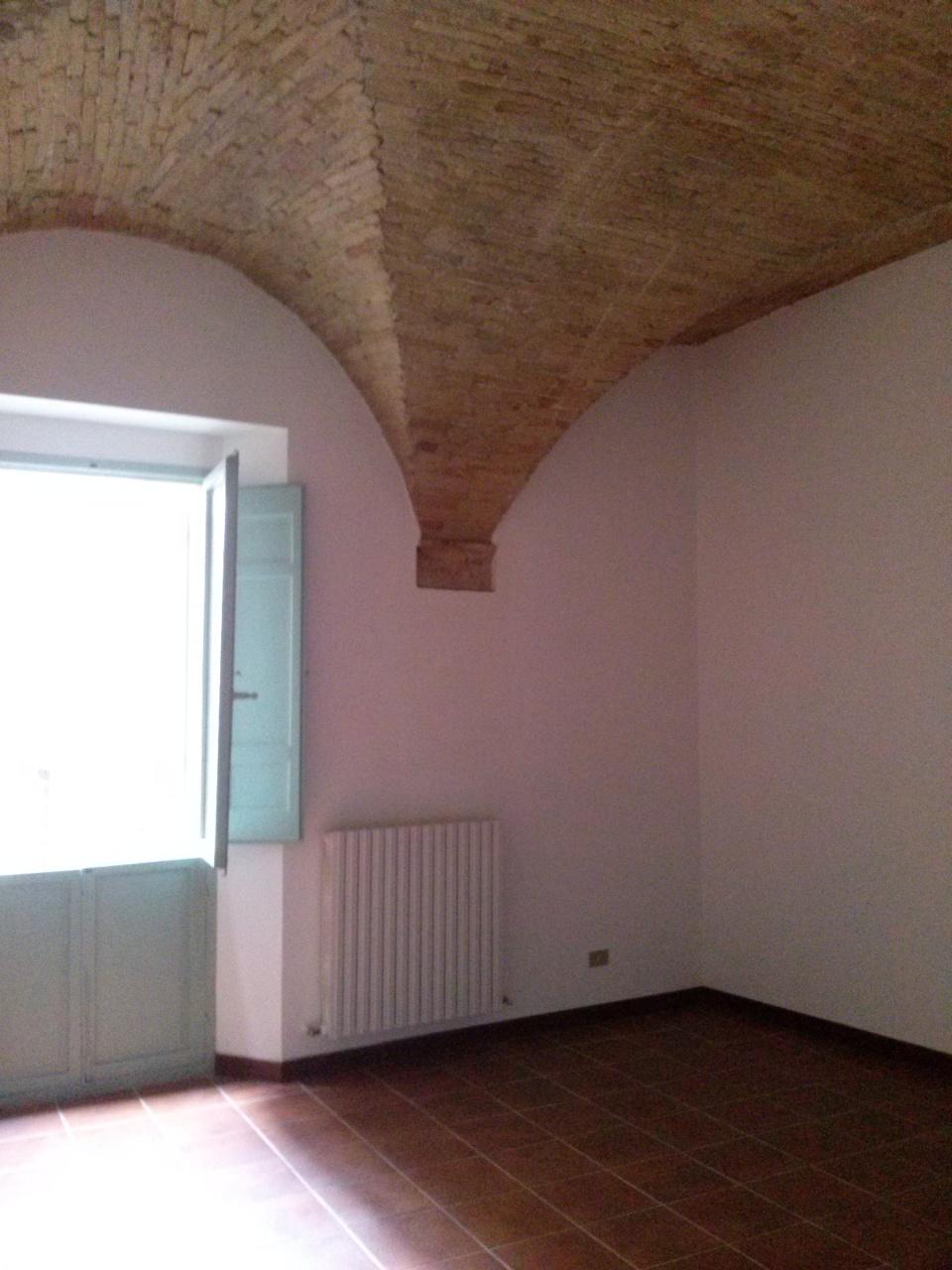 Ufficio / Studio in affitto a Ascoli Piceno, 9999 locali, zona Località: CentroStorico, prezzo € 600 | CambioCasa.it