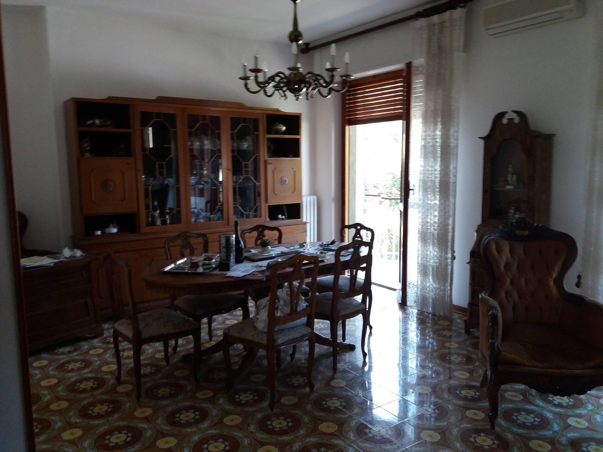 Appartamento in vendita a Ascoli Piceno, 7 locali, zona Località: P.taMaggiore, prezzo € 198.000 | Cambio Casa.it
