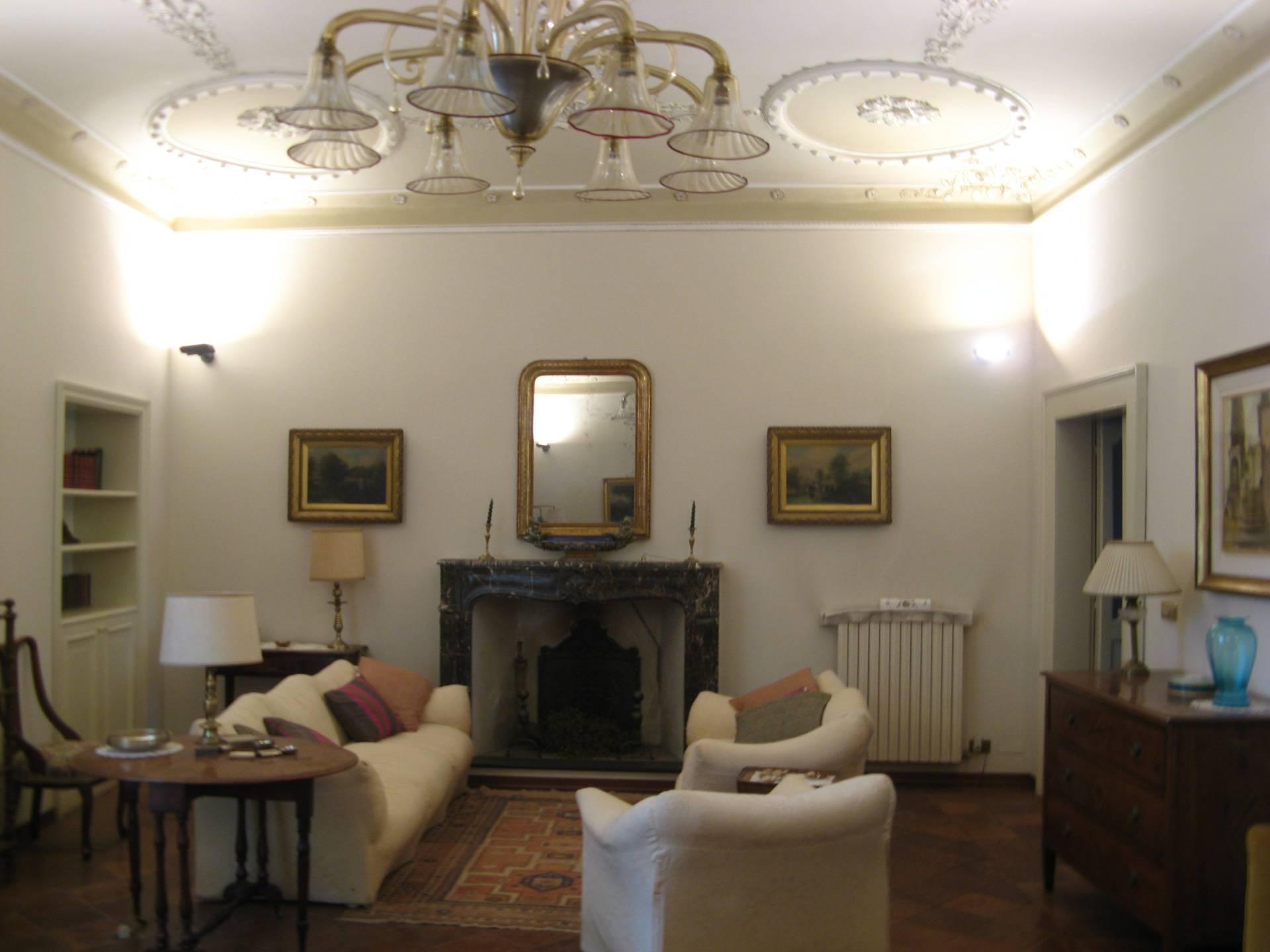 Palazzo / Stabile in vendita a Ascoli Piceno, 12 locali, zona Località: CentroStorico, prezzo € 750.000 | Cambio Casa.it