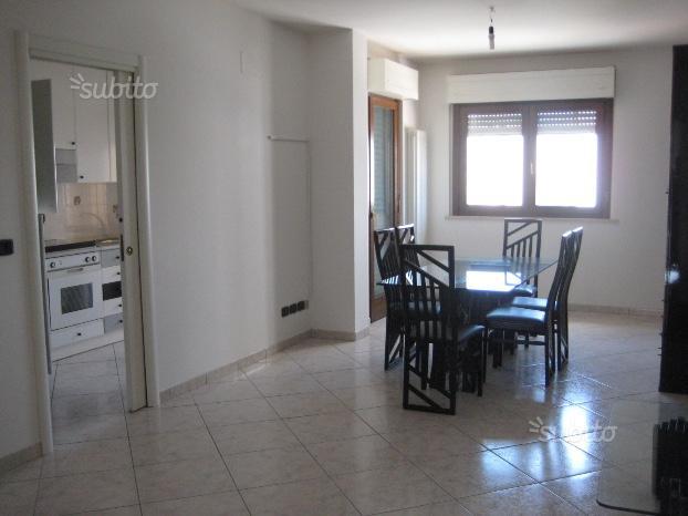 Appartamento in affitto a Ascoli Piceno, 5 locali, zona Zona: Monticelli, prezzo € 600 | Cambio Casa.it