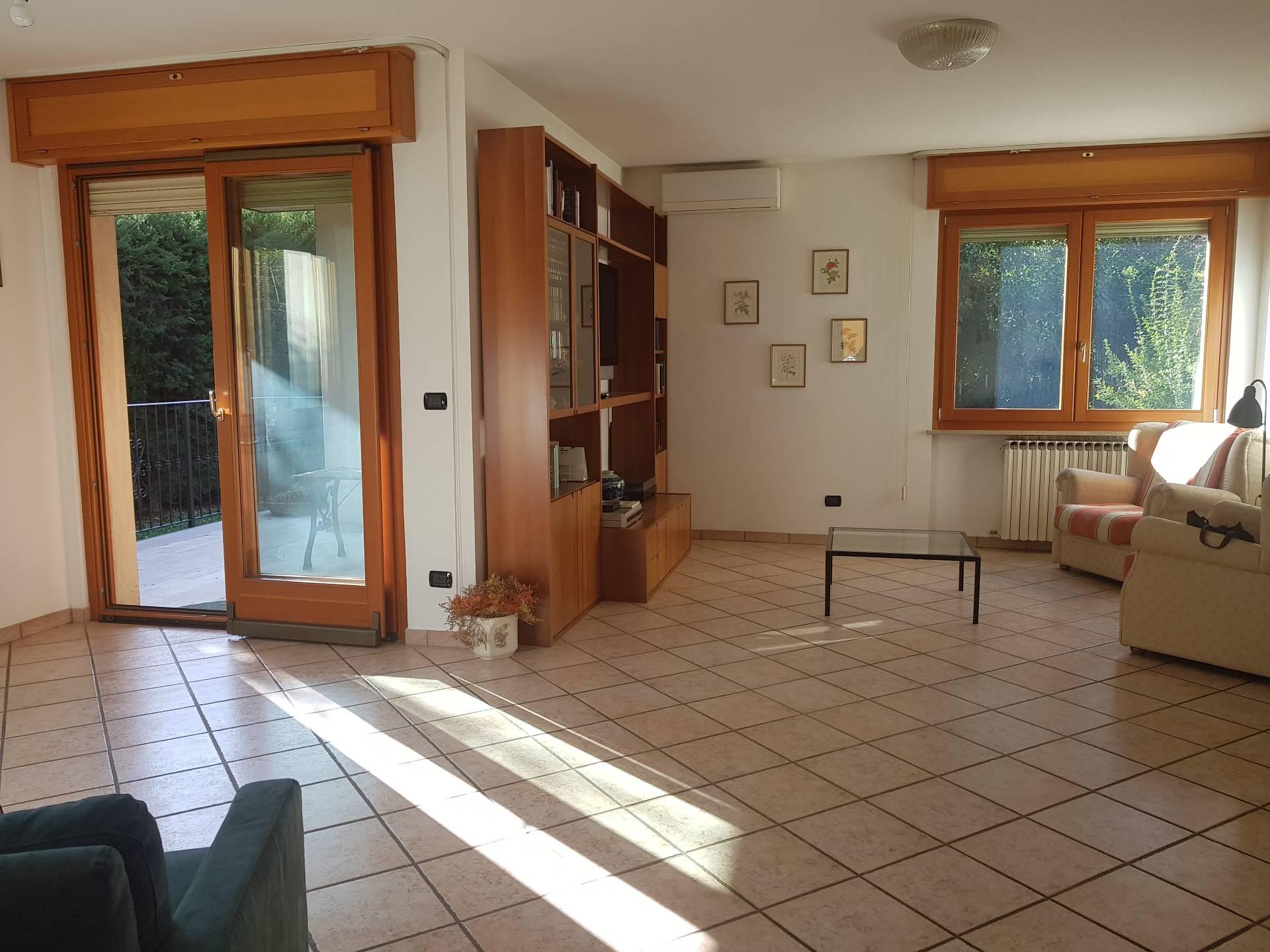 Villa a Schiera in affitto a Ascoli Piceno, 7 locali, zona Zona: Monticelli, prezzo € 850 | CambioCasa.it