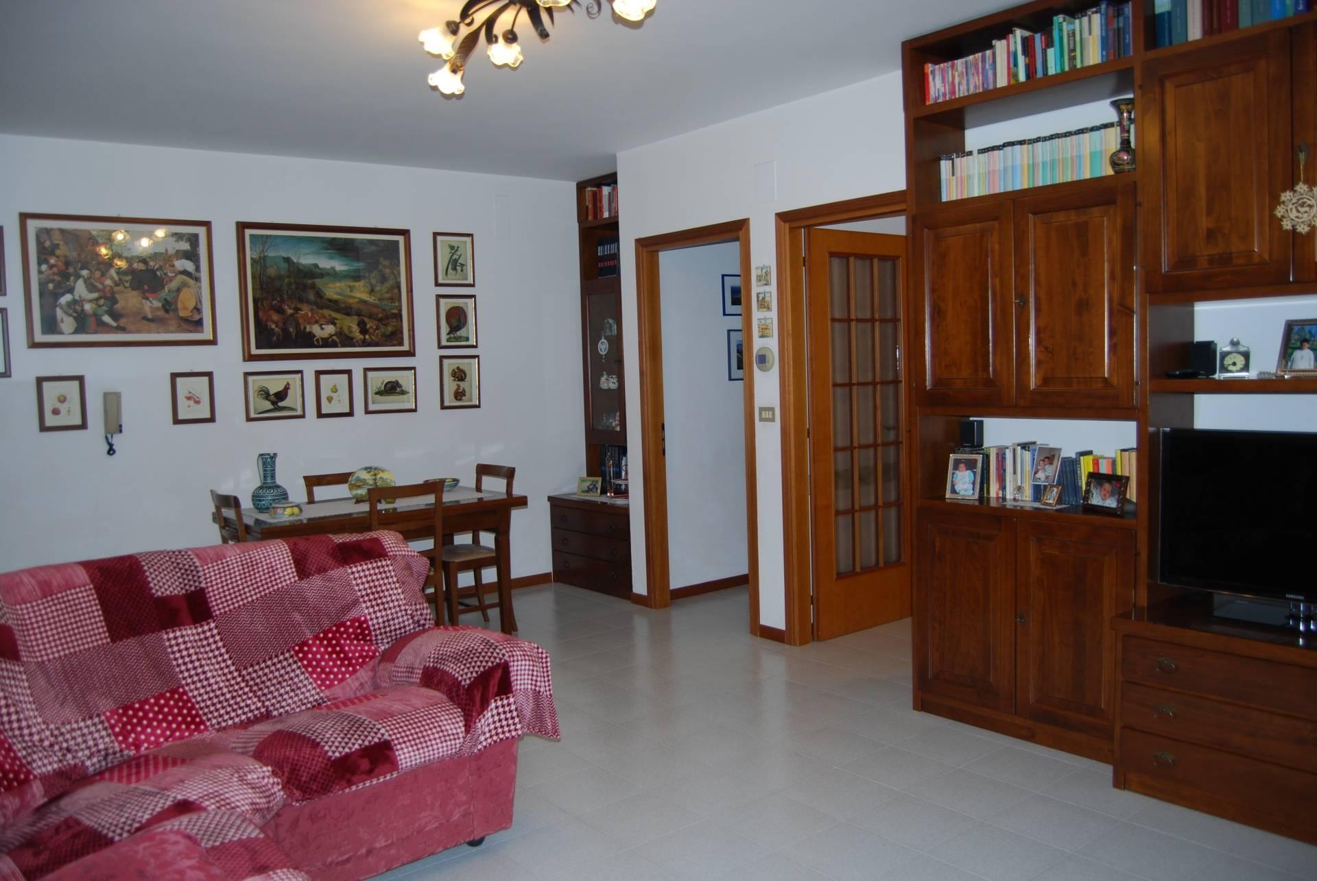 Appartamento in vendita a Folignano, 5 locali, zona Località: VillaPigna, prezzo € 115.000 | CambioCasa.it