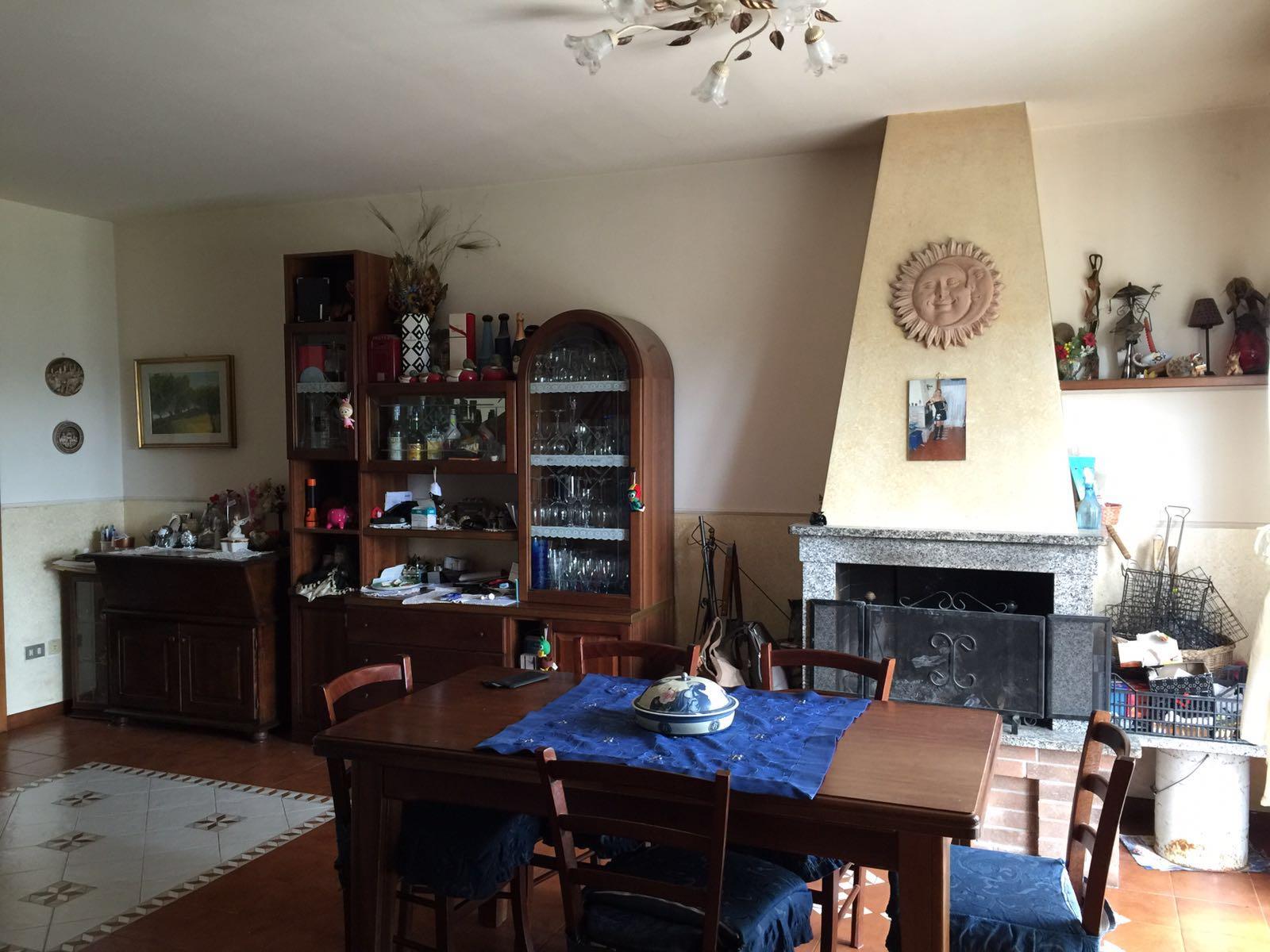 Villa a Schiera in affitto a Ascoli Piceno, 10 locali, zona Zona: Lisciano, prezzo € 500 | CambioCasa.it