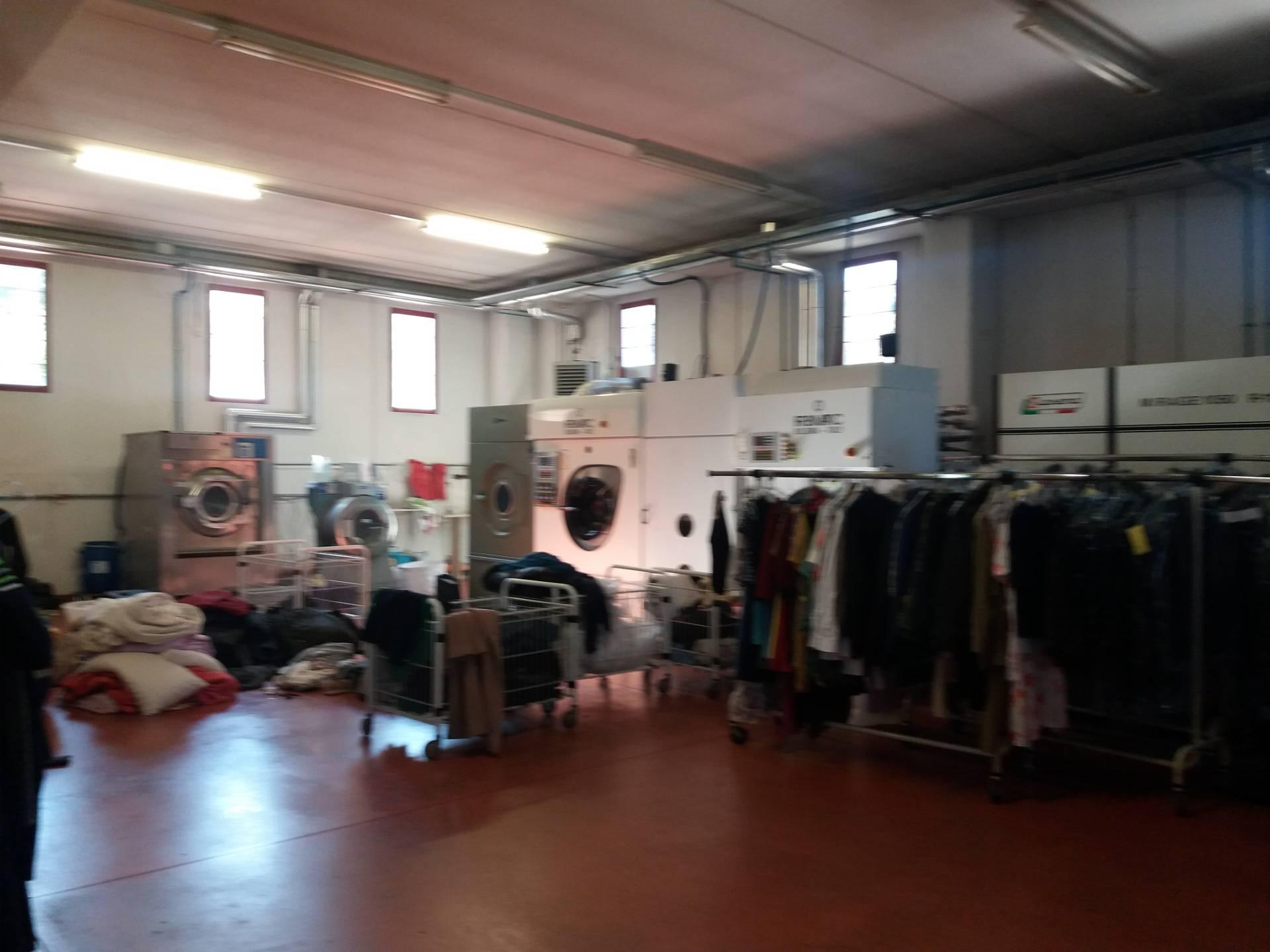 Capannone in affitto a Ascoli Piceno, 9999 locali, zona Località: ZonaCastagneti, prezzo € 1.100   CambioCasa.it