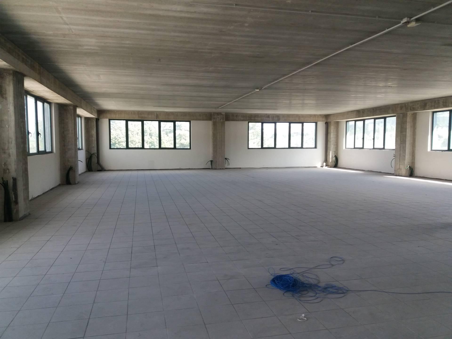 Ufficio / Studio in affitto a Ascoli Piceno, 9999 locali, zona Località: zonaindustriale, prezzo € 1.200 | CambioCasa.it
