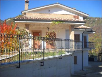 Villa in Vendita a Acquasanta Terme